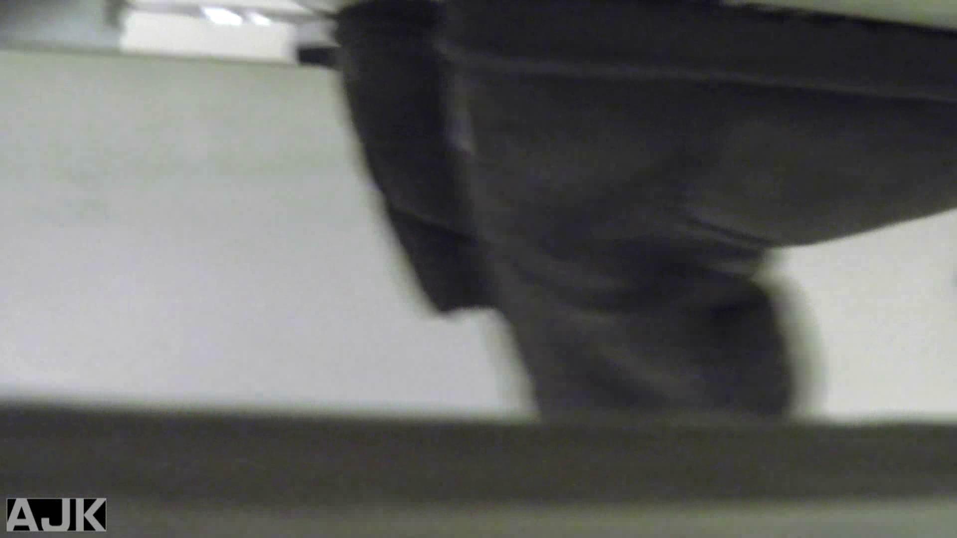 無修正エロ動画|神降臨!史上最強の潜入かわや! vol.01|のぞき本舗 中村屋