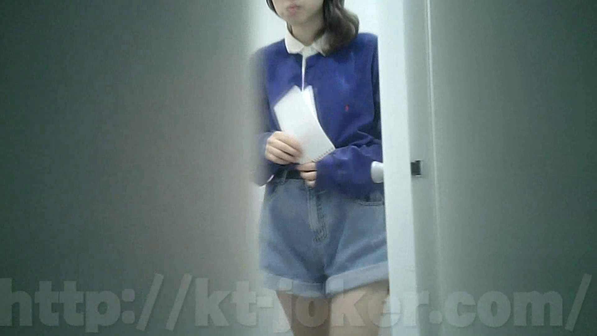 有名大学女性洗面所 vol.35 安定の2カメ 最近の女性は保守的な下着が多め? 潜入 おまんこ動画流出 93画像 8