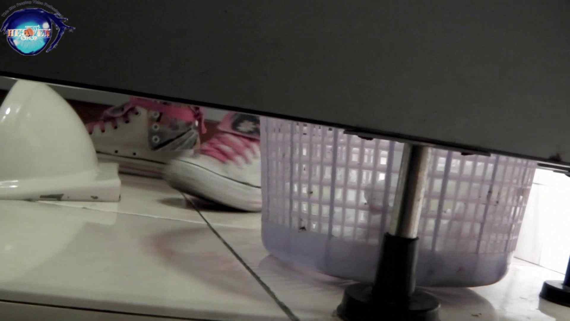無修正エロ動画|お銀さんの洗面所突入レポート!!vol.63 あれ?チラっチラって。気づいてます?後編|のぞき本舗 中村屋