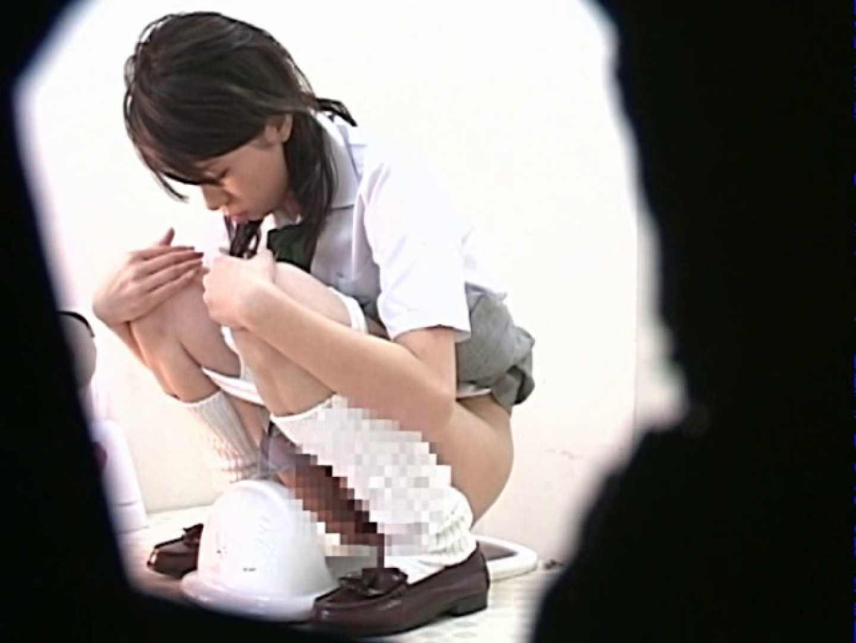 M字開脚制服女子を真下から盗撮! 厠 盗み撮り動画キャプチャ 109画像 2