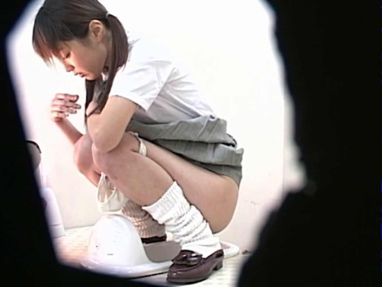 M字開脚制服女子を真下から盗撮! 制服 盗み撮り動画キャプチャ 109画像 8