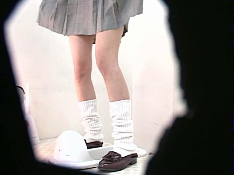 M字開脚制服女子を真下から盗撮! 制服 盗み撮り動画キャプチャ 109画像 13