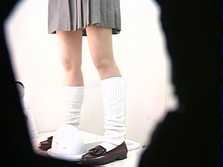 M字開脚制服女子を真下から盗撮! 高画質 盗撮アダルト動画キャプチャ 109画像 39