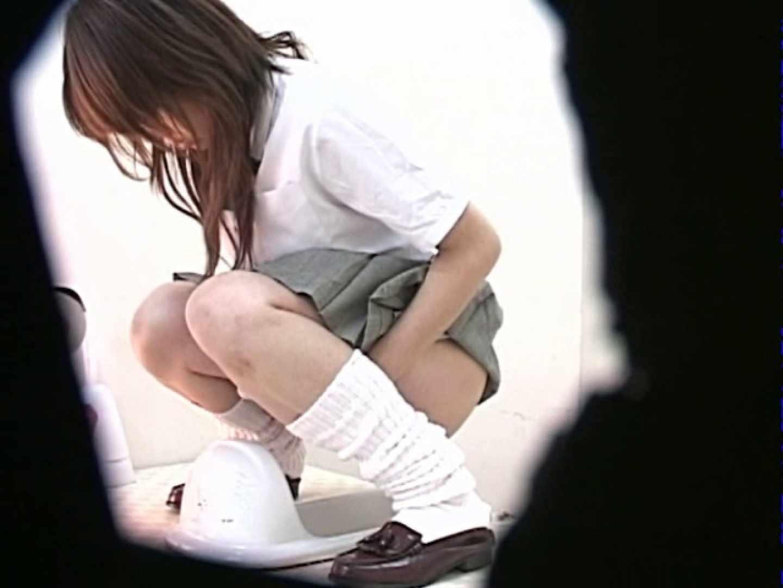 M字開脚制服女子を真下から盗撮! 厠 盗み撮り動画キャプチャ 109画像 72