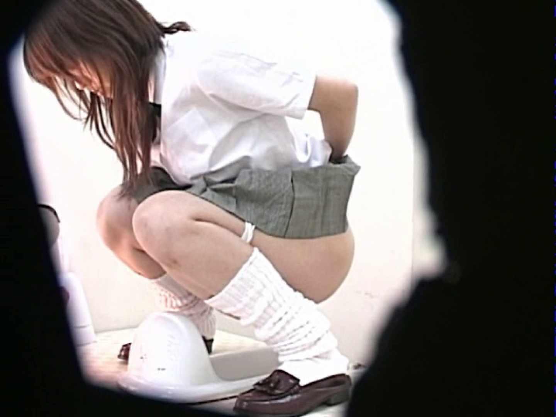 M字開脚制服女子を真下から盗撮! 厠 盗み撮り動画キャプチャ 109画像 82