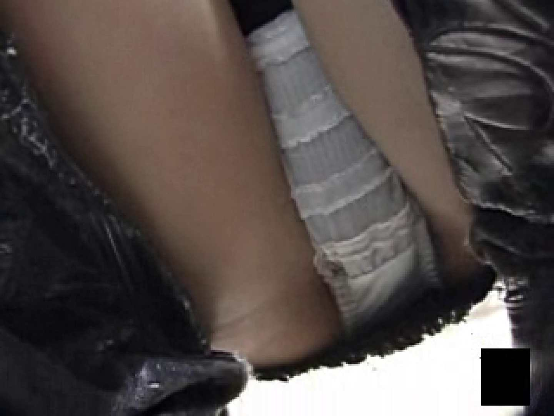 股間に接近しゃがみパンツ ハプニング すけべAV動画紹介 63画像 14