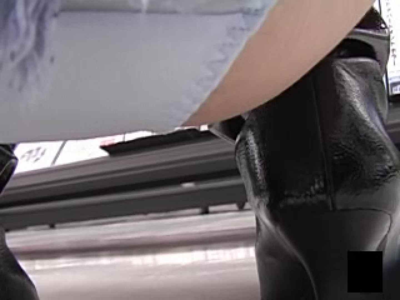 股間に接近しゃがみパンツ ハプニング すけべAV動画紹介 63画像 44