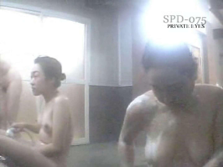 SPD-075 脱衣所から洗面所まで 9カメ追跡盗撮 前編 盗撮 | 追跡  108画像 37