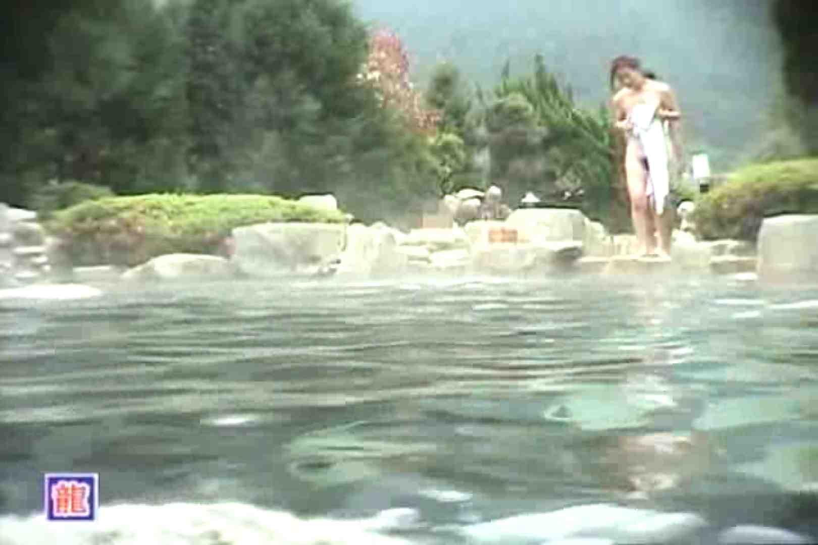 無修正エロ動画|女体舞う 女体接写森林浴場Vol.7|ピープフォックス(盗撮狐)