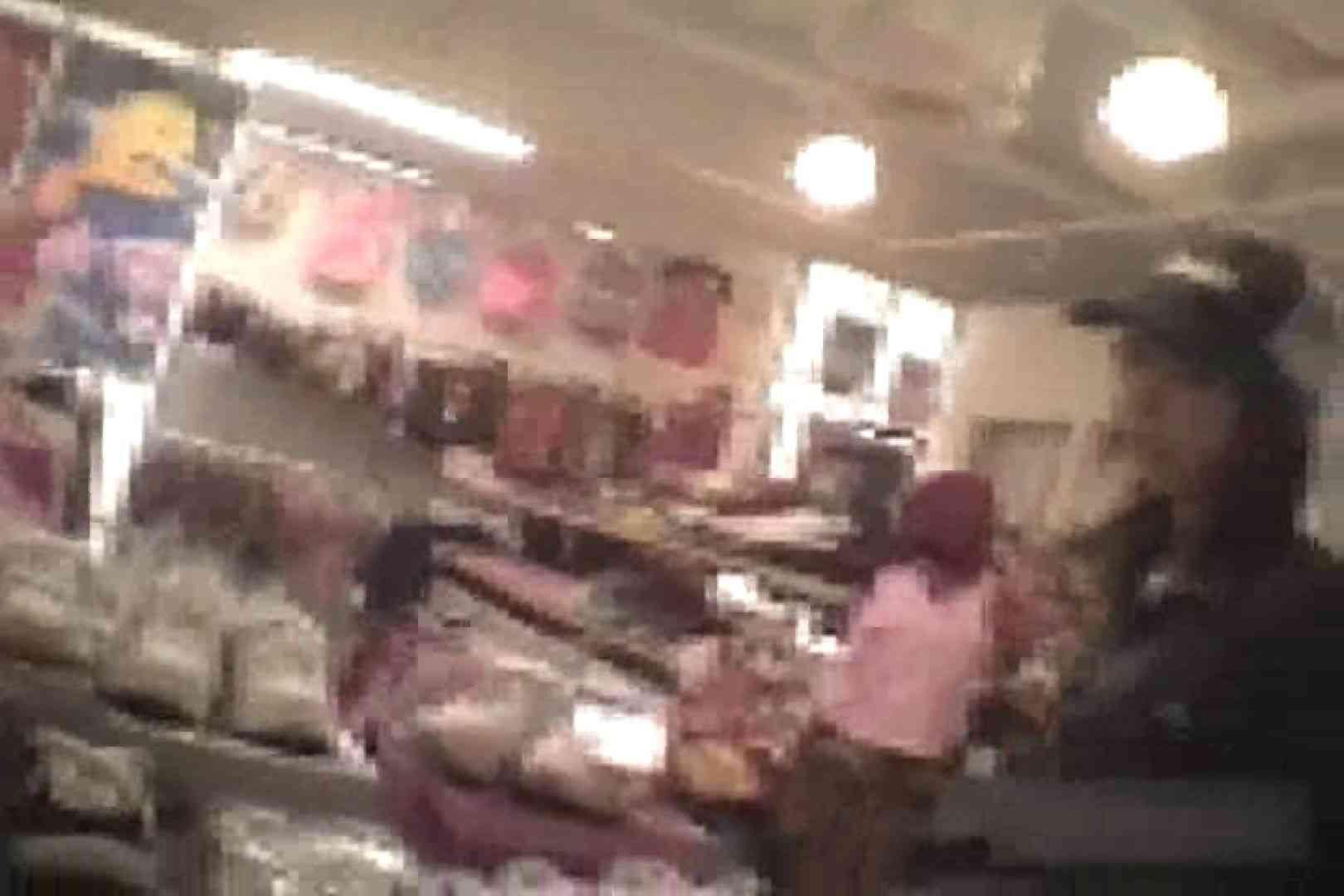 ショップ店員のパンチラアクシデント Vol.17 パンチラ 戯れ無修正画像 88画像 79